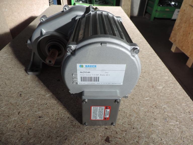 Электромотор с редуктором 3/4 HP (передаточное число 40:1 380V, 50 Hz (Bauer)
